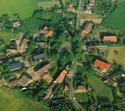 Luftaufnahme des Rundlings Kankelau von 1992
