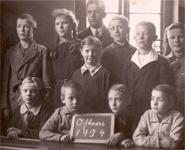 Schulentlassung Ostern 1934 mit Lehrer Hansen
